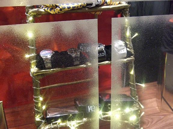"""""""Guldstegen"""" med massa julklappstips....klockor från Konrad  och fina flugor från Solid"""