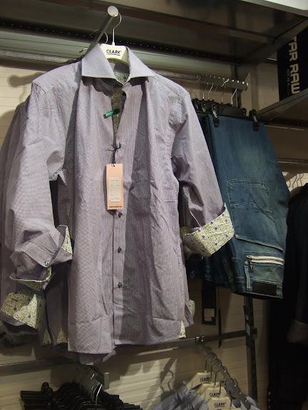 ...en till skjorta med fina detaljer....Gabba jeans......