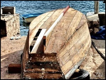 Stara barka s donje strane