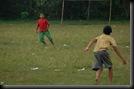 Anak kecil Main Sepakbola (5)