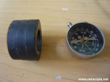 Rekacipta.net - Kutub Magnet Dengan Kompas