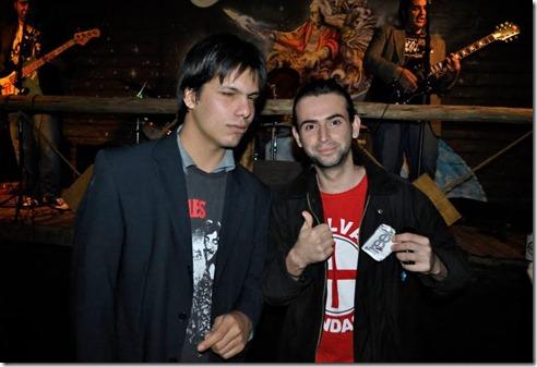 Eu e meu amigo Cris, num show da Identidade no Auwe Pub Bar