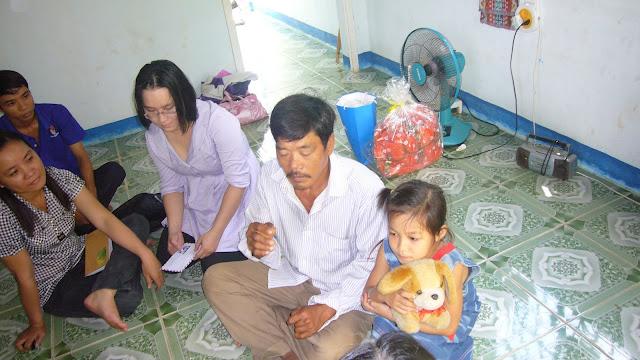 Chú Bùi Quang Thọ và Bé Trâm  P1110245