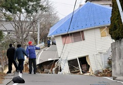 japan-tsunami-earthquake-hits-northeast-house_33142_600x450