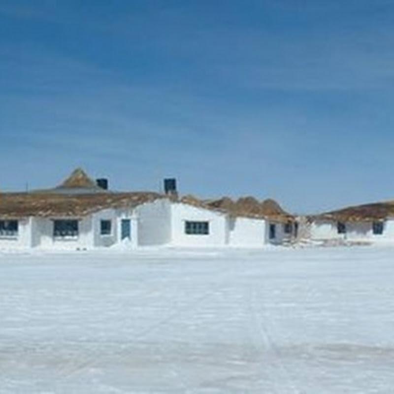 Hotel de Sal Playa – The salt hotel of Bolivia