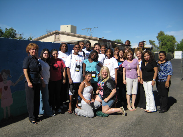 Youth participants and youth coordinators outside the De Colores women's shelter where they volunteered in Phoenix.