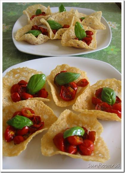 Cestini di parmigiano con pachino al forno1