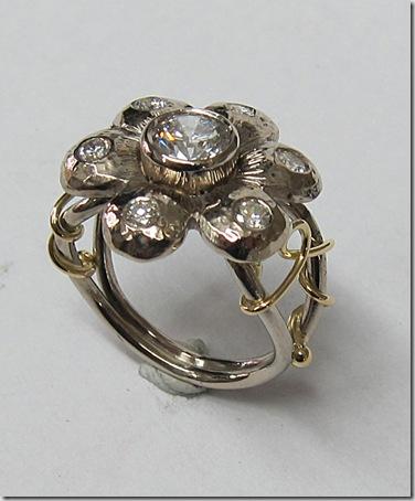 White-Gold-Flower-ring-1