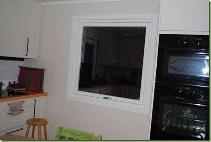 köksfönster med lister på plats