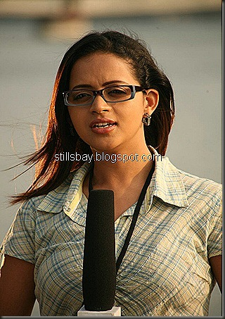 bhavana-stunning-hot-with-news-correspond