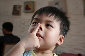 豬哥照一張,祐祐來上海到處騙姐姐,看到姐姐阿姨就猛對他們笑,然後對我們說「我就是喜歡阿姨啊」…豬哥程度無人比擬。