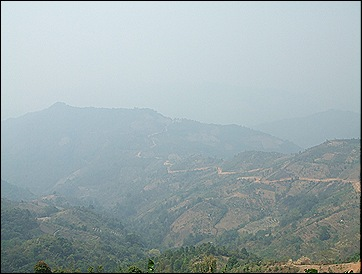 Phongsalí panorámica con la neblina