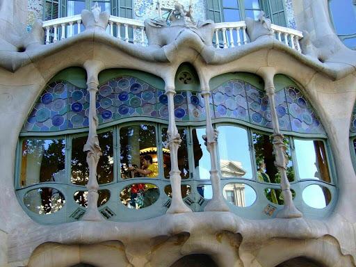 http://lh4.ggpht.com/_SidcQeukU1M/SuG_RDmyMjI/AAAAAAAAkrQ/tF-lJ0S_mMo/094.Casa+Batllo,+Gaudi.jpg