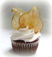 Cupcake con chips de pera, suspiro, bizcocho dominicano