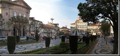 800px-Place_du_Toural_-_Guimaraes