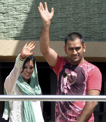 Dhoni celebrating his 29th Birthday with wife Sakshi