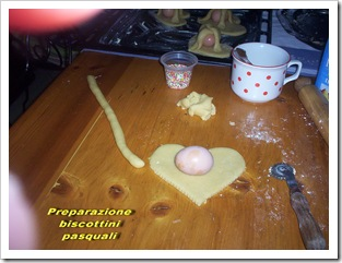 preparazione biscottini pasquali