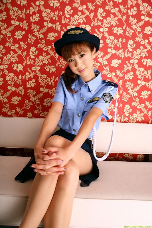 星野亞希爆乳警官小姐制服寫真照片3