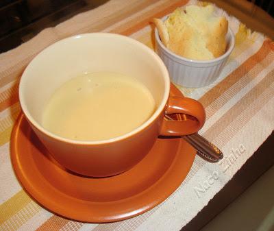 Sopa-creme de batata e alho-poró