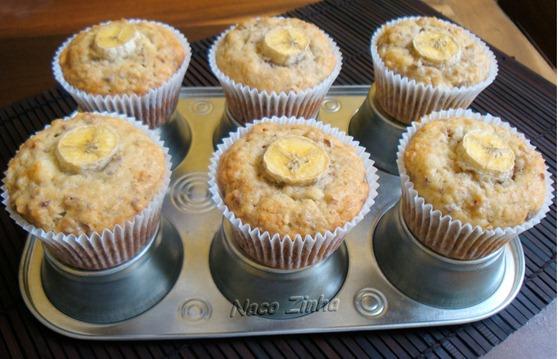 Muffin de banana, nozes e granola