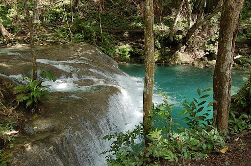 フィリピンはサマル島の滝(4)