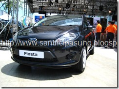 Warna ford fista Hitam