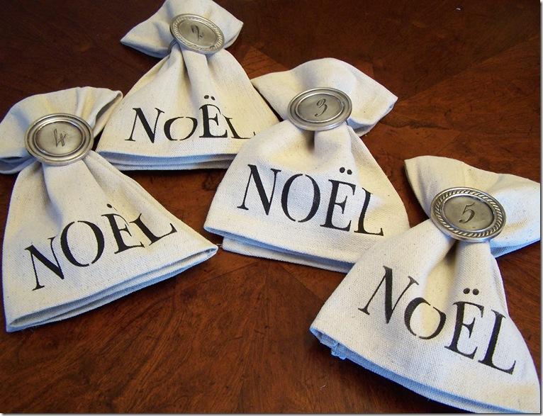 Napkin with Noel 028