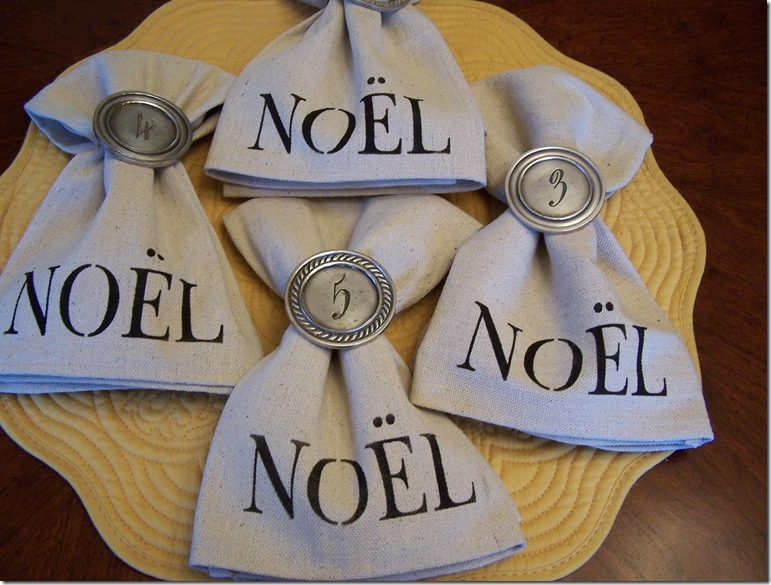 Napkin with Noel 018
