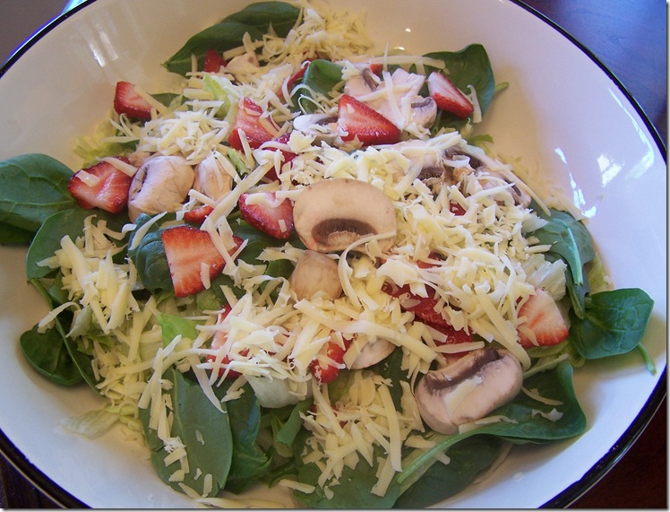 Salad with Strawberries, Spinach and Jarlsburg 007