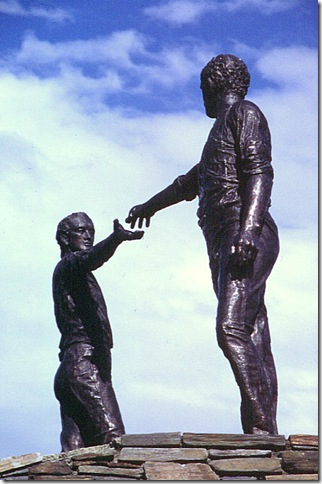 derry peace statue