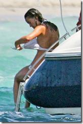 pippa-middleton-topless-bikini-01-480x720