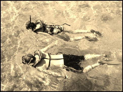 snorkeling_couple