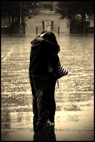 love-picture-hug-couple-rain-orangeacid