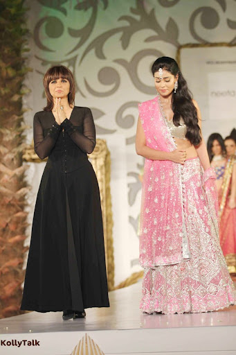 Shriya Saran Ramp Walk Stills 6