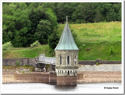 Pumping station on the reservoir.