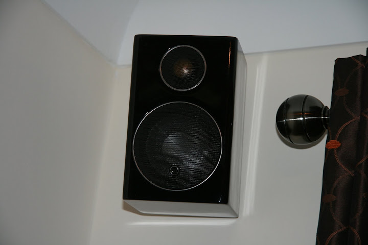 Left rear satellite speaker