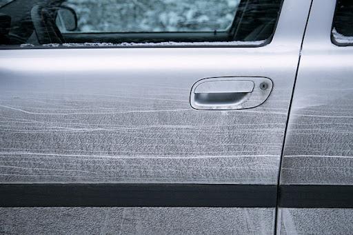 Smutsig bildörr