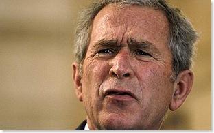 Bush, il lancio delle scarpe del giornalista iracheno 6