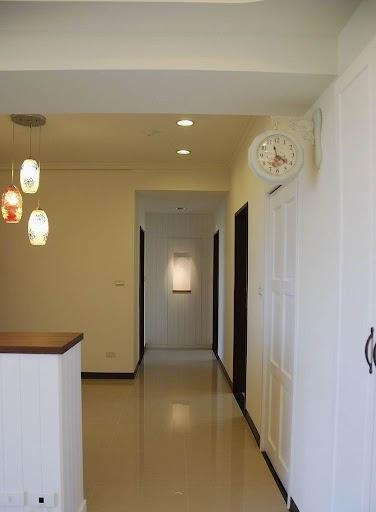 由壁鐘所串連的廊道效果