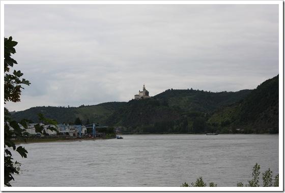 Det var mange slott med oversikt over Rhinen