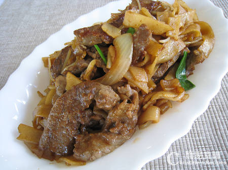 乾炒牛河 Stir-fried Rice Noodles with Beef