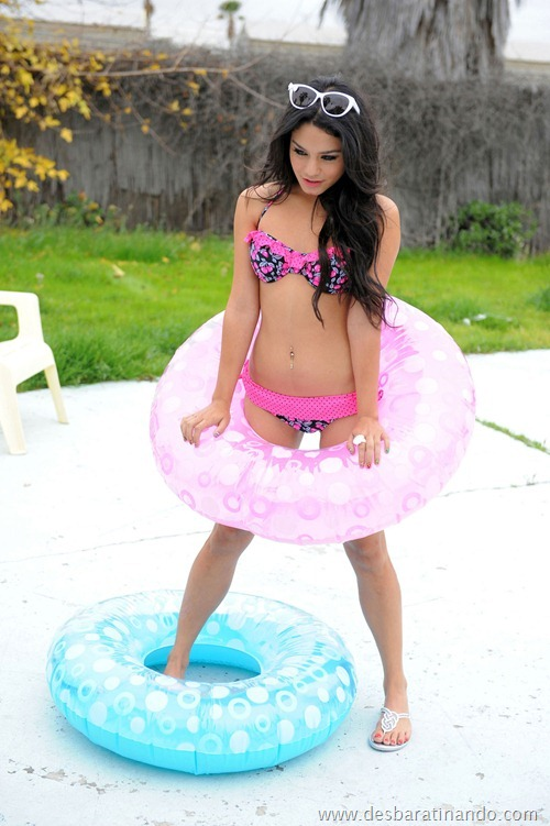 Vanessa Hudgens linda sensual e gata desbaratinando (21)