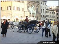 人潮熙來攘往的佛羅倫斯市政廳廣場