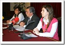 De izquierda a derecha, Almudena Correal, Vicente de Gregorio y Beatriz Calvo, esta mañana en rueda de prensa.