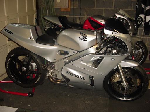 Honda RC 30 Image11