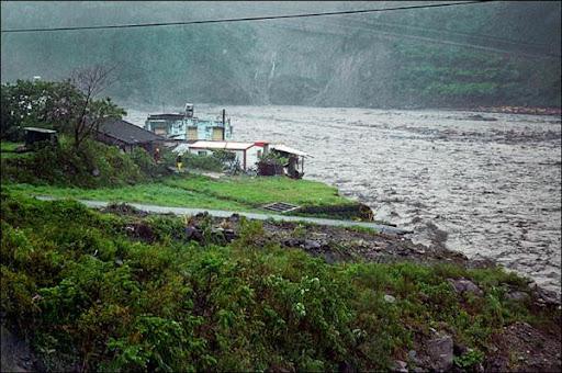 太麻里溪潰堤,嘉蘭村部份民宅已流失。