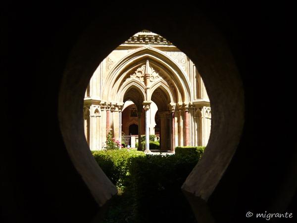 en el claustro - real monasterio de santa maría de guadalupe