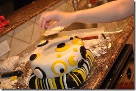 BUMBLE BEE CAKE 6