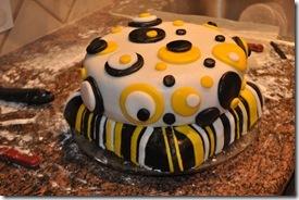BUMBLE BEE CAKE 7