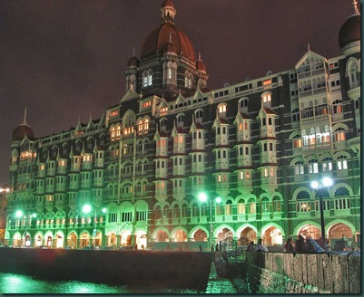 Taj_Mahal_Palace_Hotel_at_night